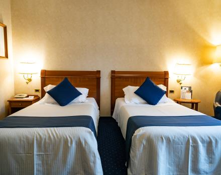 Available either double with queen size bed or twin with french beds, spacious and well-furnished with moquette, the deluxe room is ideal for those who look for maximum comfort for their stay and the relax that distinguish the Best Western Hotel Cappello D''''Oro. Possibility to add a third bed