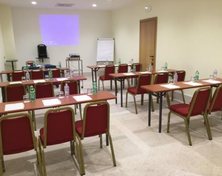Sala Meeting banchi scuola 1 - Best Western Hotel Cappello D Oro Bergamo cac8f7037e9f