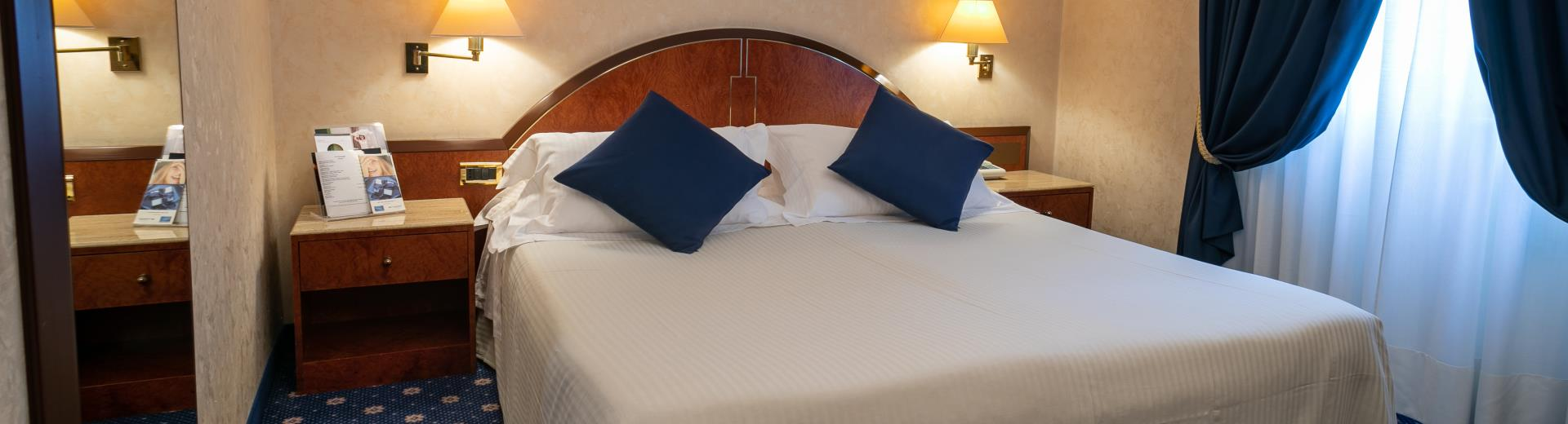 Available either double with queen size bed or twin with french beds, spacious and well-furnished with moquette, the deluxe room is ideal for those who look for maximum comfort for their stay and the relax that distinguish the Best Western Hotel Cappello D''Oro.